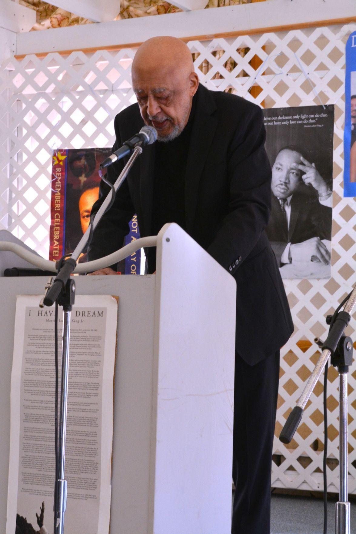 Robert Earl Price receives William Meredith Foundation award