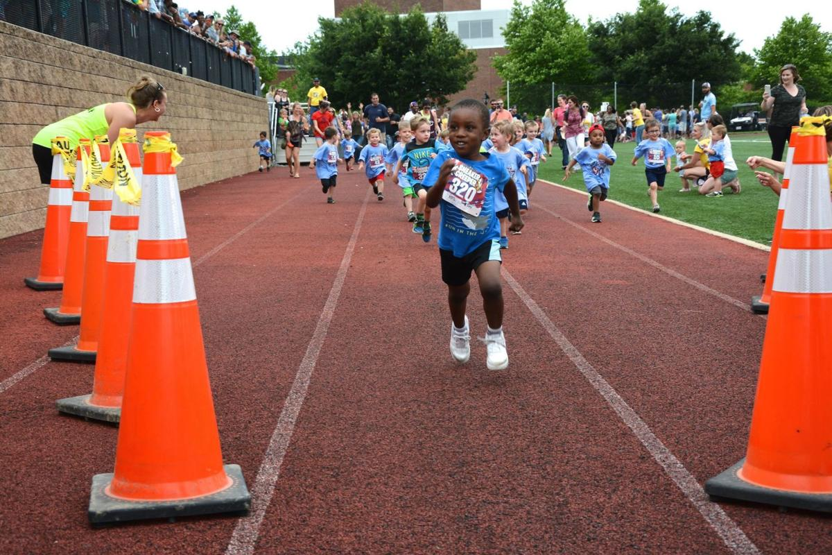 Sneaker Creeper races just for kids