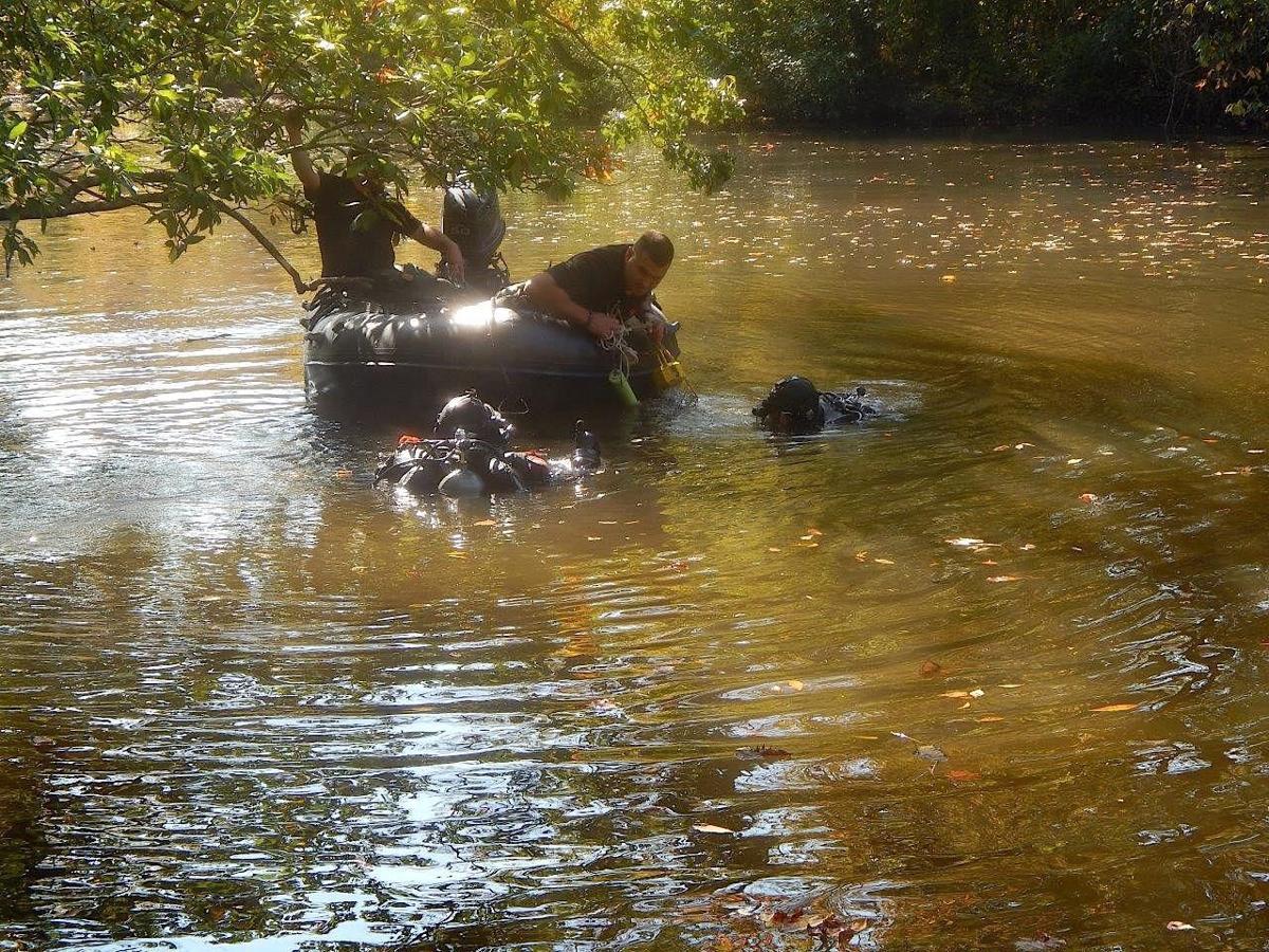 Dive team searches Tuckahoe River