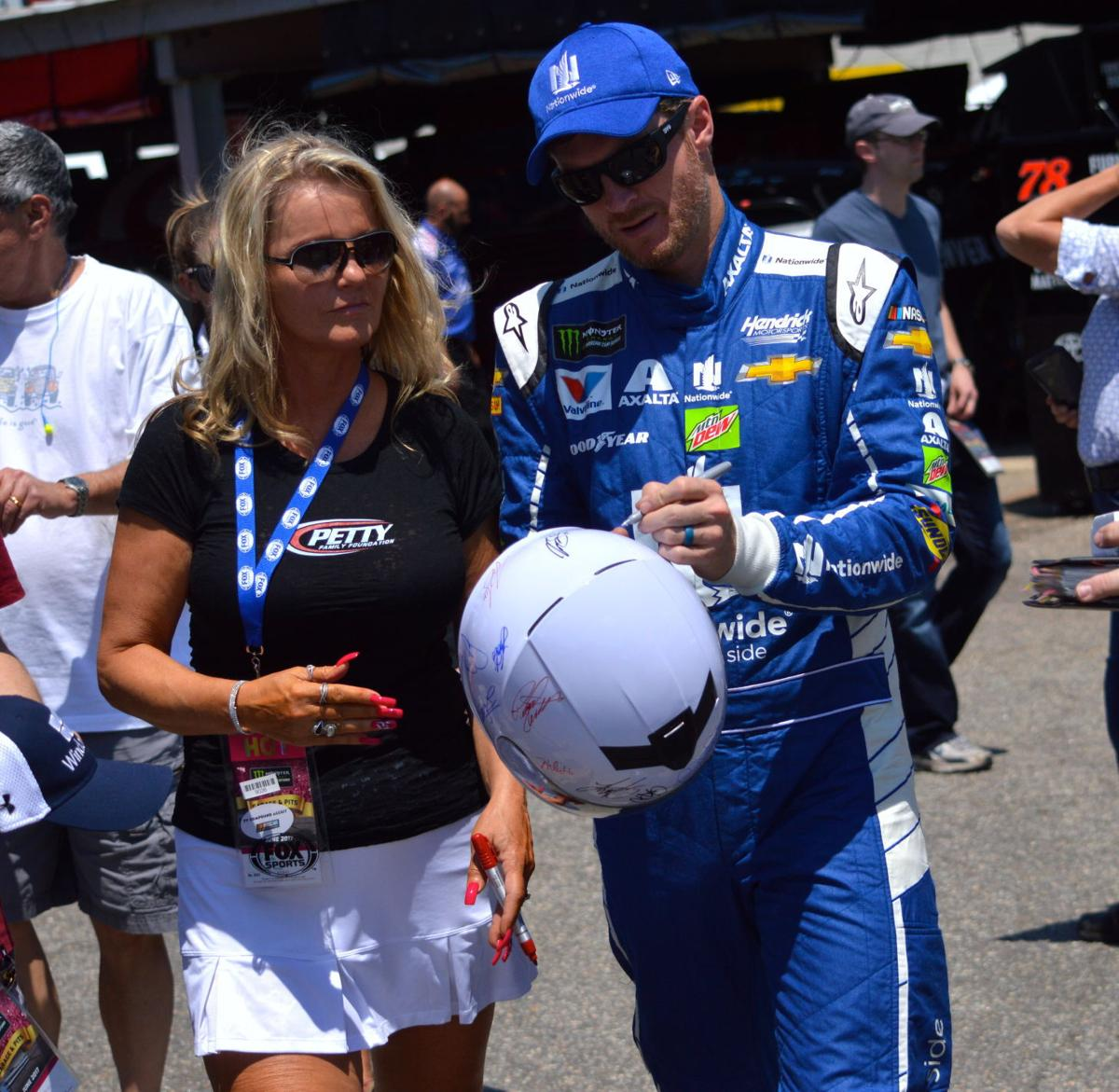 Ridgely Car Show To Auction Signed NASCAR Helmet News - Ridgely car show