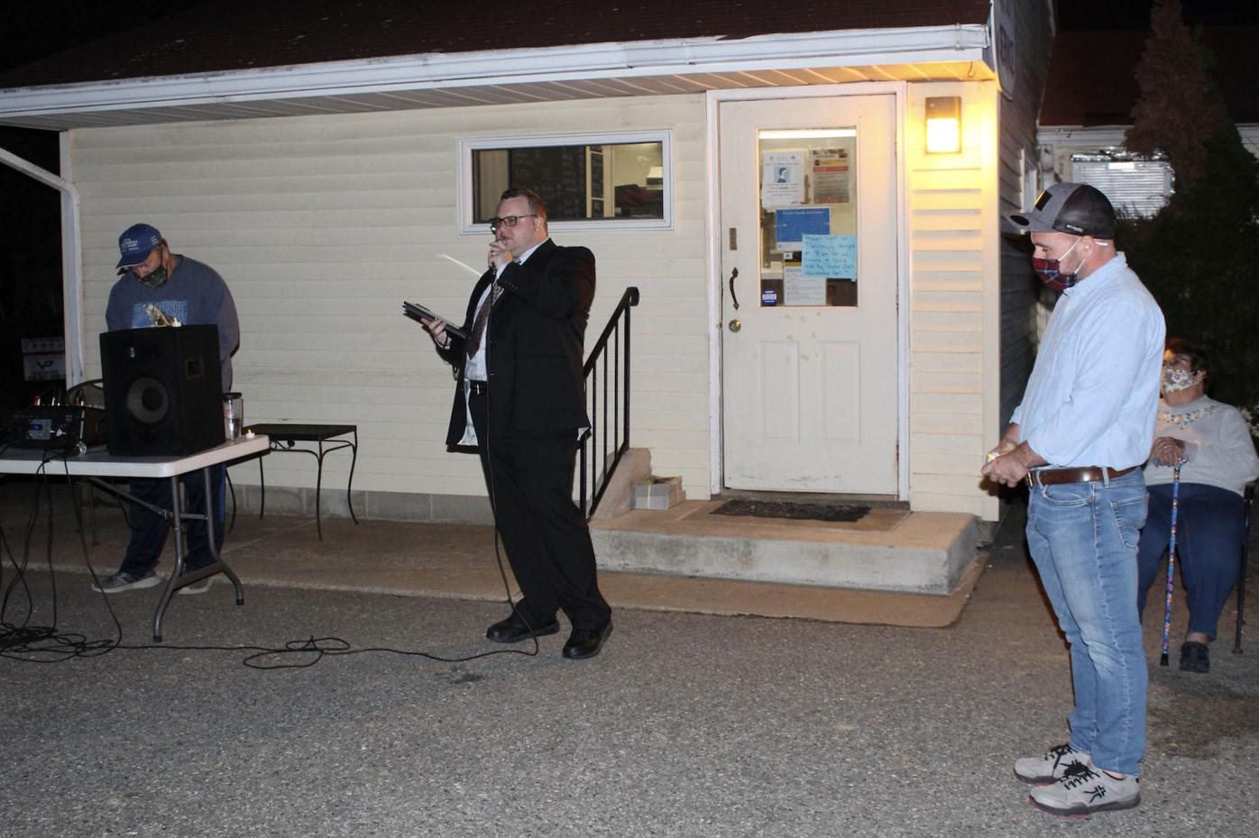 Galena community holds vigil for Twinny's Place owners