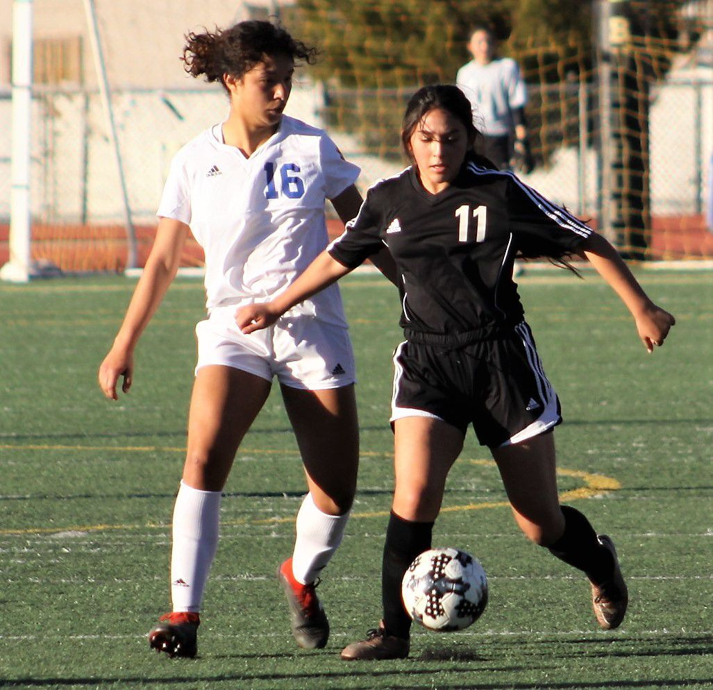 Cochise signs 3 DHS soccer players