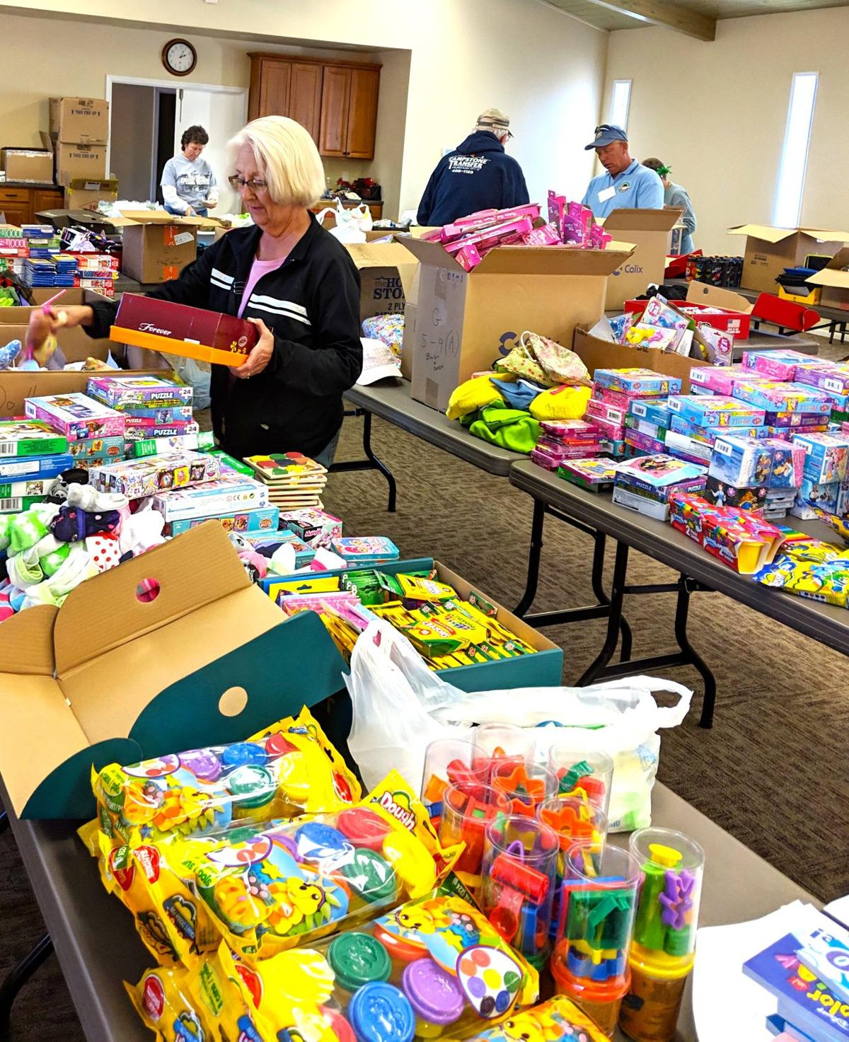 Christmas Child Boxes.Operation Christmas Child Collects Record Number Of Gift