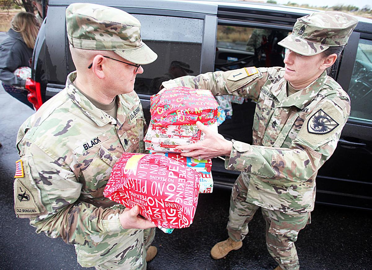 Soldiers brighten foster children\'s Christmases | Military ...