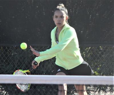 DHS tennis kicks off season