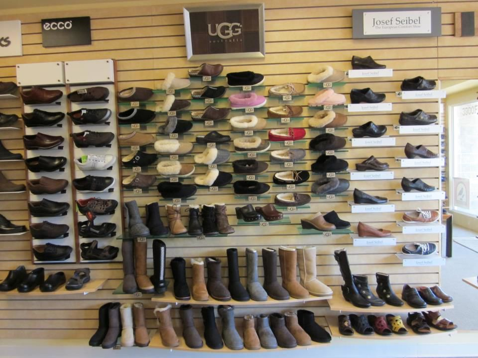 e7a96df77 ... Display Ugg Shoe Display