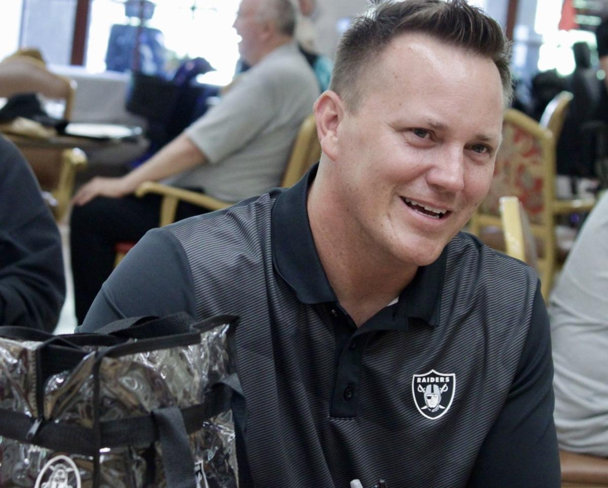 Raiders visit Vets Home