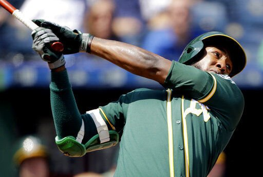 Padres acquire switch-hitting infielder Profar from A's