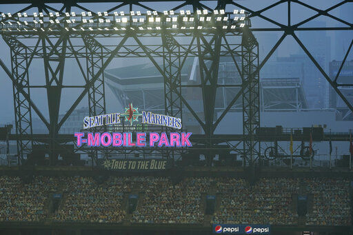 2 Giants-Seattle games off due to smoky skies, moved to SF