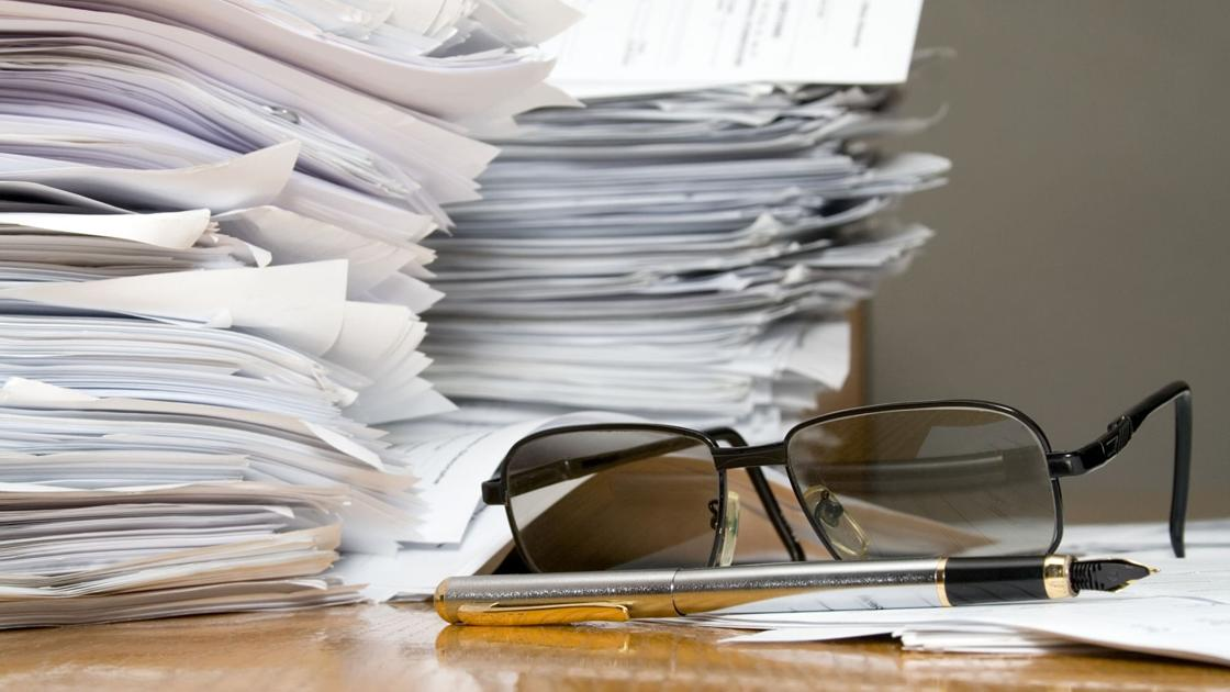 """""""Behind every glass is 12 hours of paperwork"""": Wineries face complex bureaucracy"""