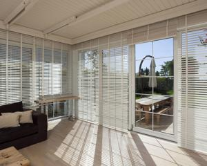 Open room with window blinds