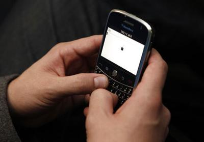 California mulls texting fee to help poor people get phones