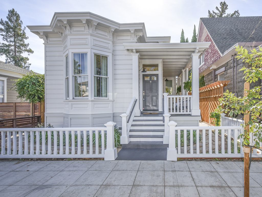 Dilapidated Historic Home Reborn As A Spiffy Napa Vacation Rental