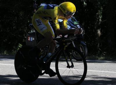 Froome stamps authority on day of mourning at Tour de France