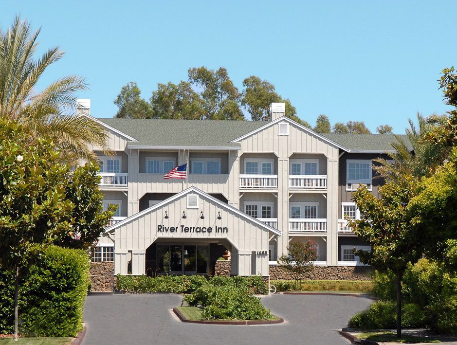 napa valley 39 s river terrace inn marks 15 years business. Black Bedroom Furniture Sets. Home Design Ideas