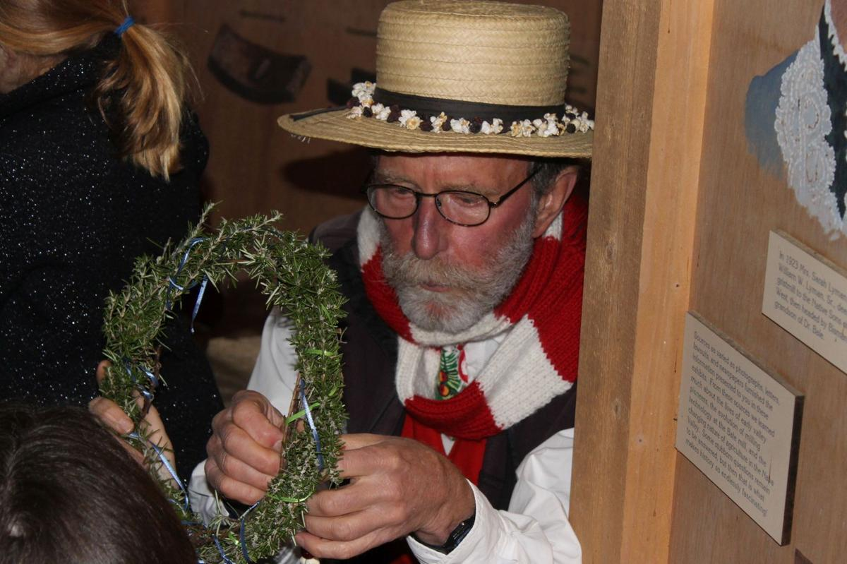 Pioneer wreath-making from rosemary branches