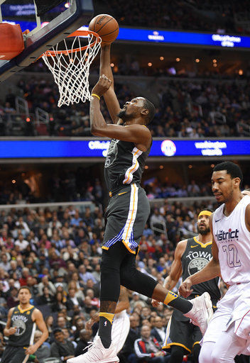 Durant, Curry, Warriors beat Wiz 109-101 after museum visit