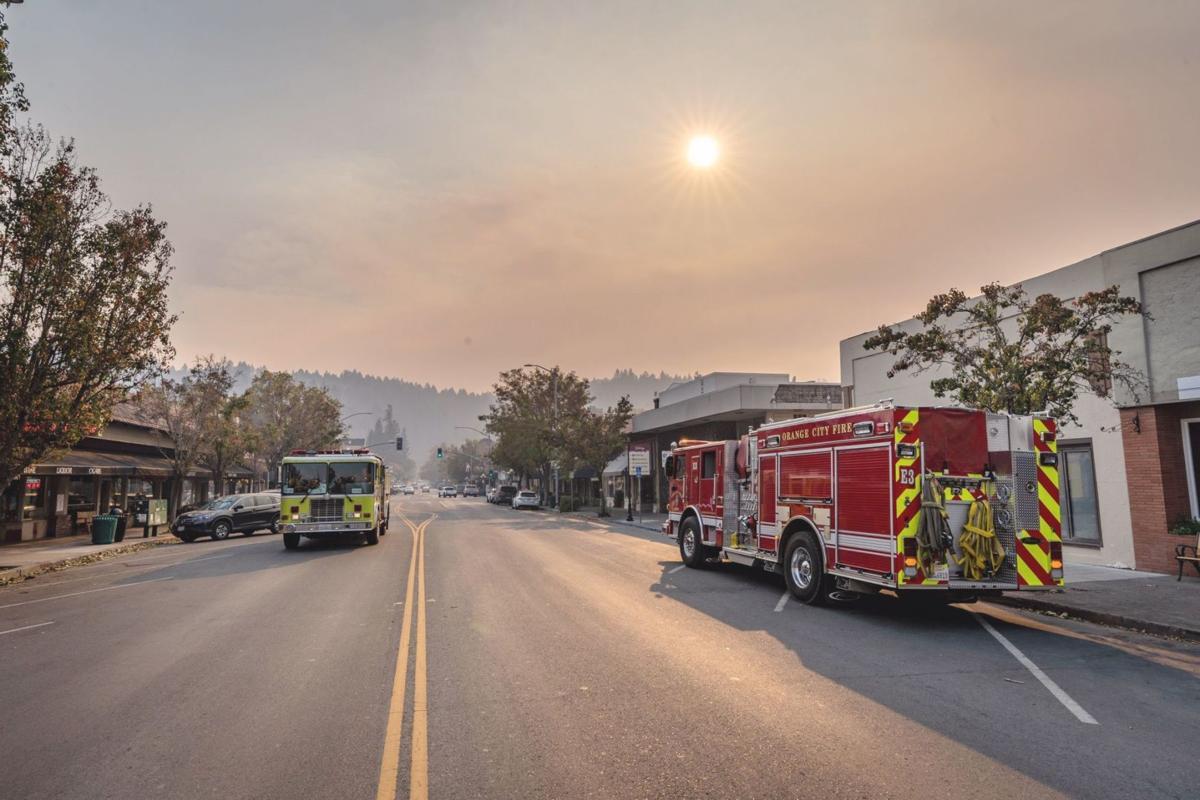 Smoke from Kincade Fire fills Calistoga