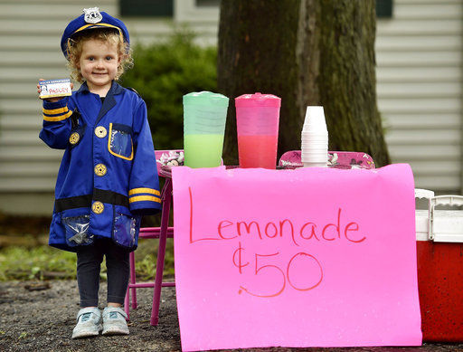 911, lemonade emergency! Officers visit wannabe cop's stand