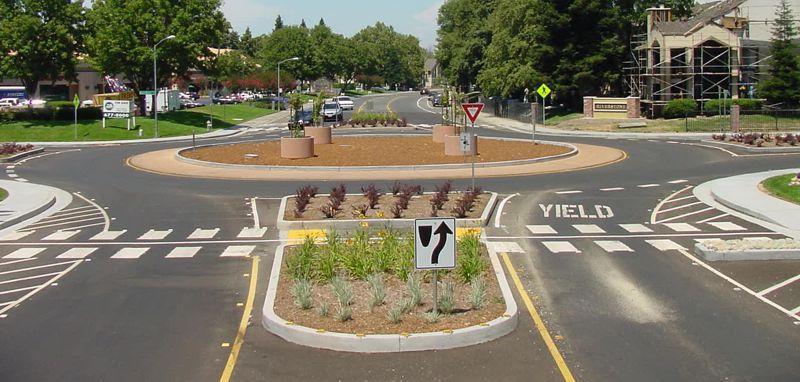 Traffic roundabout