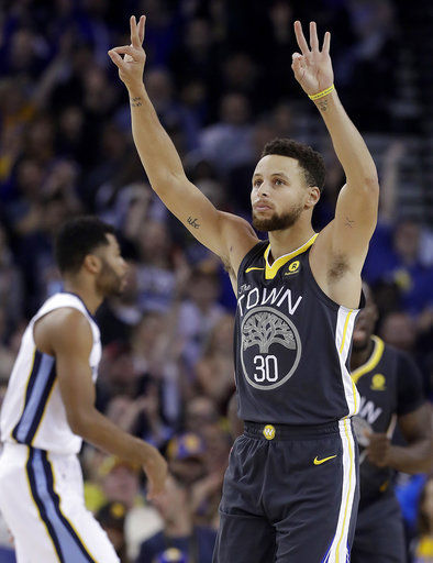 Curry makes season-best 10 3-pointers in return from injury