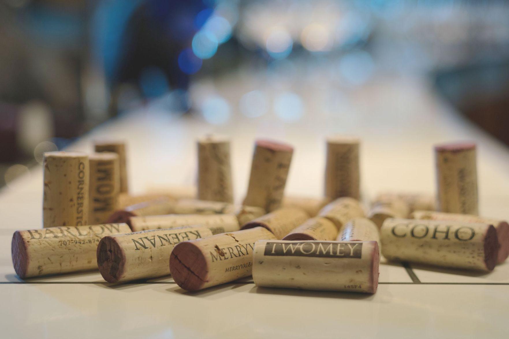 Vintage Letter B Initial Black Tan Wine Bottle Stopper Cork