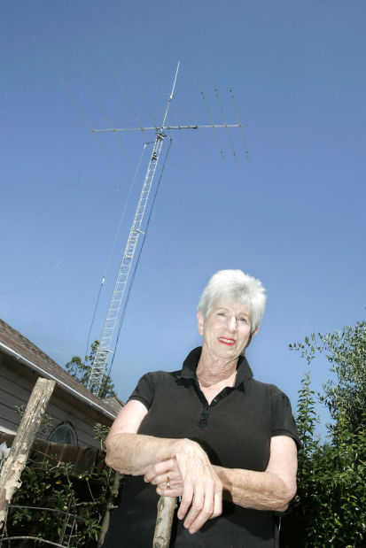 City puts curbs on towering backyard antenna | Local News
