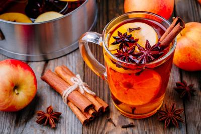 Hot mulled apple cider with cinnamon sticks, cloves and anise