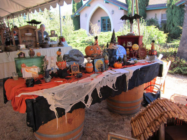 Madonna winery hosts fair with halloween accent arts for Holiday craft fair napa ca