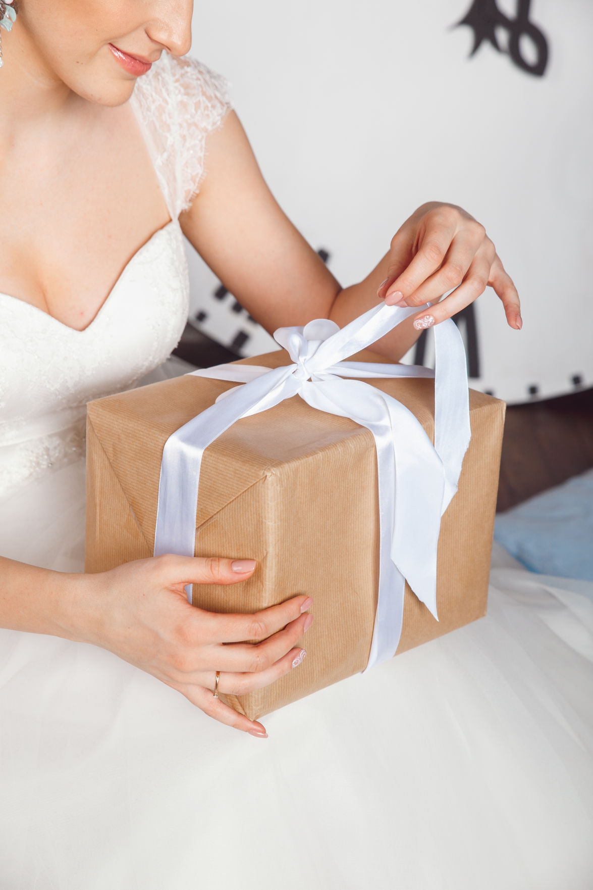 How much should I spend on a wedding gift? Here are six guidelines ...