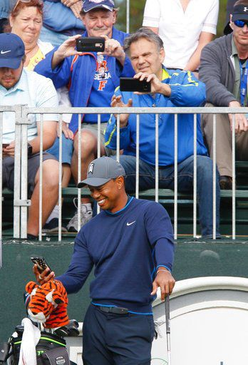 Woods picks up pace, bringing game and buzz to Tampa Bay