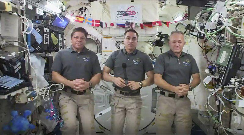 Astronauts pack up for rare splashdown