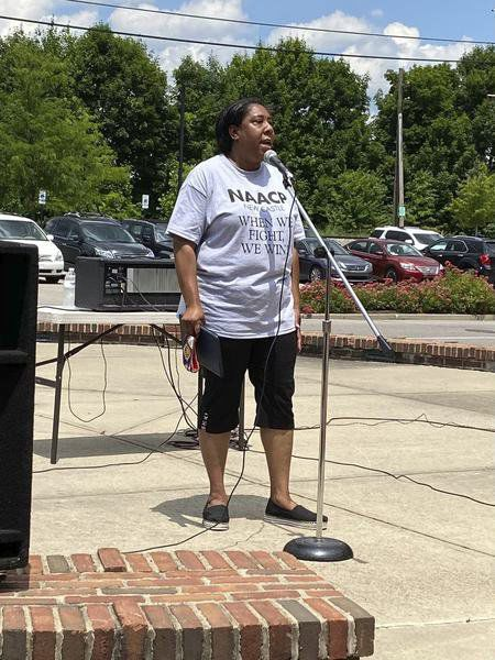 Dozens turn out for unity rally in Ellwood City