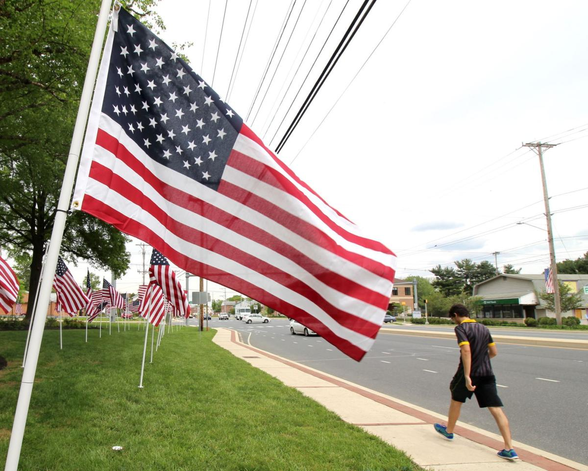how to display the flag on memorial day