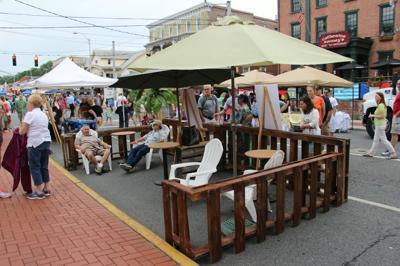 Main Street parkette