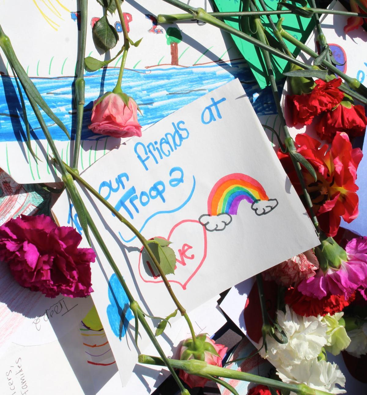 keene elementary students leave flowers for fallen state trooper