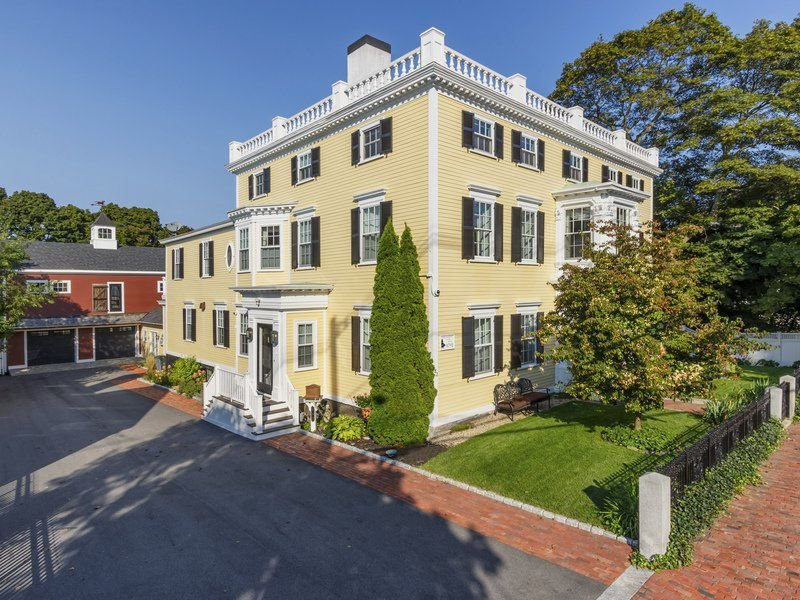 Awe-inspiring Federalist mansion brings classic elegance to Newburyport