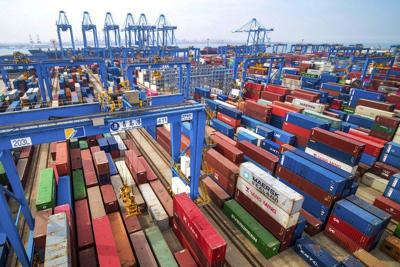 China imports from US plunge 31% in June