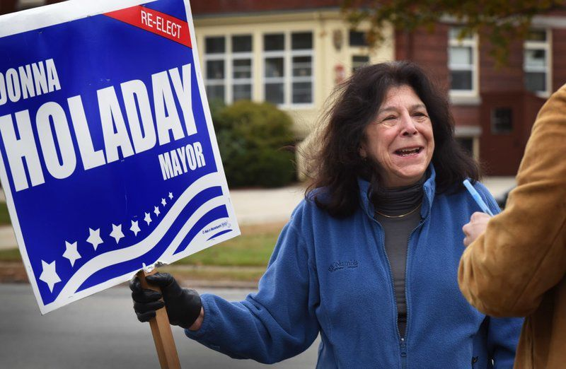 Mayoral candidates enter final stretch of 'grueling' campaign