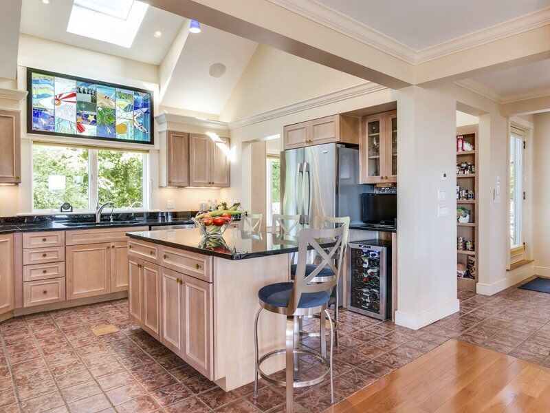 West Gloucester contemporary brings easy living and unsurpassed views