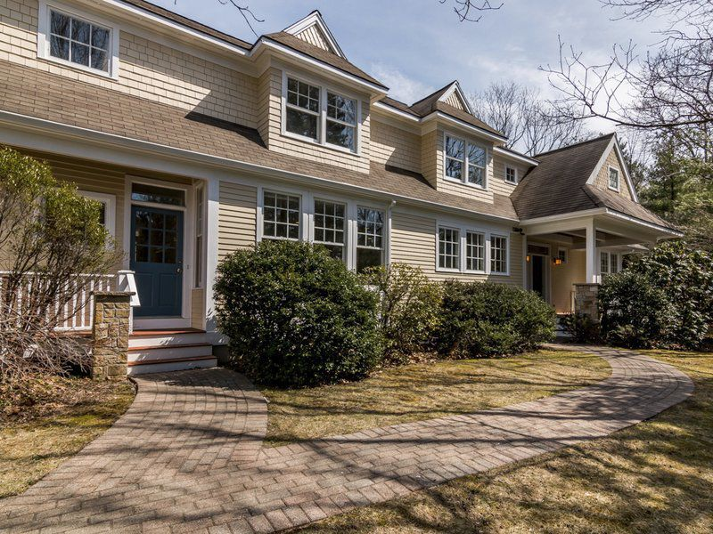 Privacy, luxury and ease in desirable Prides Crossing
