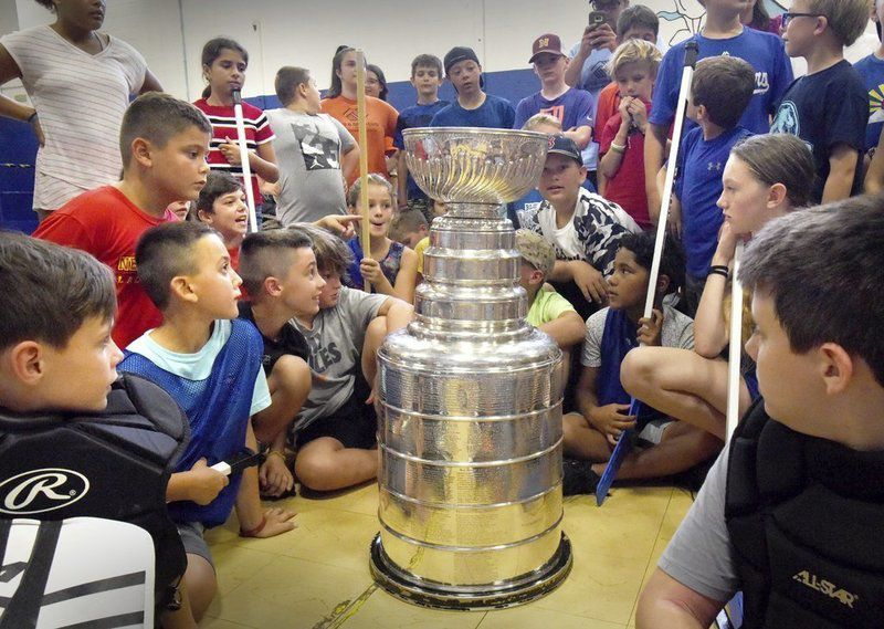 Stanley Cup becomes a big hit in Salisbury