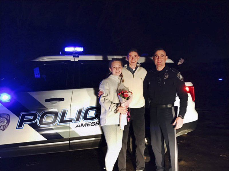 Amesbury police in on studentu0027s prom proposal