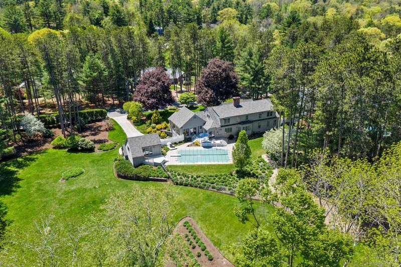 Country club living in pastoral Topsfield