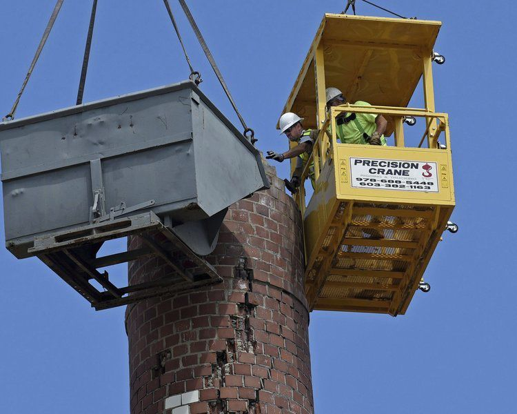 Workers begin removal of smokestack struck by lightning