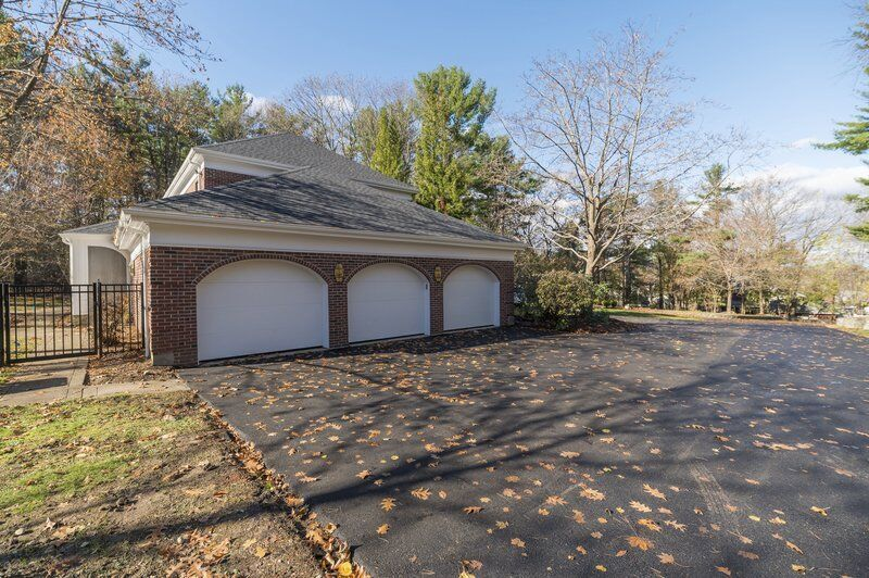 Lynnfield estate affords a world of potential