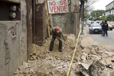 Powerful quake shakes southern Mexico