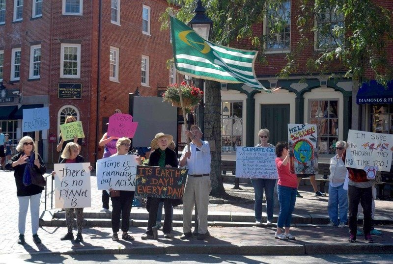 Hundreds rally in Newburyport for climate action