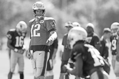 Most of receiving corps is sidelined, but Brady is thriving