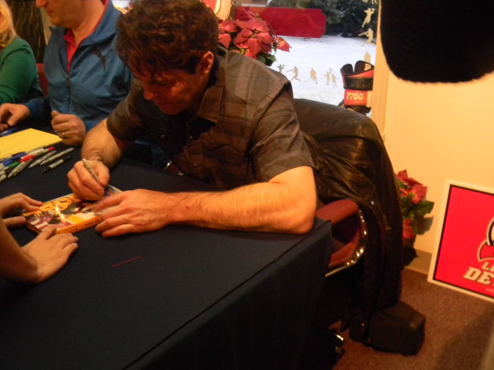 Jaromir Jagr signing for a fan